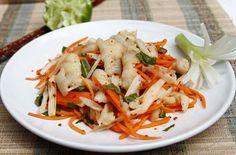 Cách làm món nộm chân gà ngó sen giòn giòn, dai dai tuyệt ngon - http://congthucmonngon.com/182395/cach-lam-mon-nom-chan-ga-ngo-sen-gion-gion-dai-dai-tuyet-ngon.html
