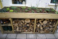 You want to build a outdoor firewood rack? Here is a some firewood storage and creative firewood rack ideas for outdoors. Easy Wood Projects, Woodworking Projects Diy, Garden Projects, Project Ideas, Outdoor Firewood Rack, Firewood Storage, Log Shed, Living Roofs, Diy Garden