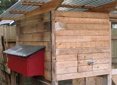 Looks like we will be getting our chicken pen in the next month or so. So this may be good info. How to build external nesting boxes. hmmm I could do this for my rabbits too Chicken Pen, Chicken Coup, Diy Chicken Coop Plans, Building A Chicken Coop, Backyard Farming, Chickens Backyard, Chicken Nesting Boxes, Urban Chickens, Farms Living