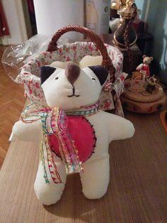 Teddy nach von einem Kind gezeichneter Vorlage Christmas Ornaments, Holiday Decor, Home Decor, Children Drawing, Templates, Decoration Home, Room Decor, Christmas Jewelry, Christmas Decorations
