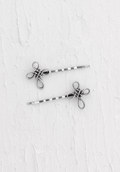 Set of bobby pins adorned with stylish celtic cross.Simply Charming Shop LillaRose for accessories for all types of hair & lengths! Hair clips, hair band, hair pins & more! Shop and/or become a consultant! Enjoy! www.lillarose.biz/SimplyCharming