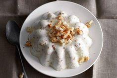 Vanille, amandellikeur en bitterkoekjes maken deze pudding tot een echt feest - Recept - Bitterkoekjespudding - Allerhande