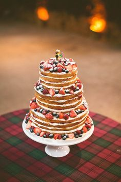 Berries on a cake. #fall #wedding #downlinens #cake