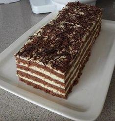Kakaový medovník s vláčným těstem připravený tak jak ho neznáte! Hungarian Desserts, Hungarian Cake, Hungarian Recipes, Sweet Recipes, Cake Recipes, Dessert Recipes, Creative Cakes, Creative Food, Torte Cake