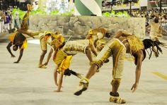 Love this picture!  Veja fotos do 1º dia de desfiles do carnaval em Rio de Janeiro