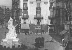Plaça del teatre, BARCELONA any 1890 Barcelona, Old Photos, Mount Rushmore, Mountains, Black And White, Architecture, City, World, Places