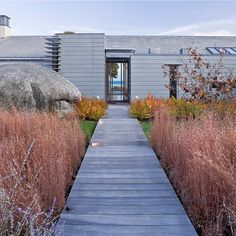 Chilmark: Embracing a Glacial Moraine, designed by Stephen Stimson Associates Landscape Architects, in #MarthasVineyard, MA. ASLA 2016 Honor Award, Residential #Design. #LandscapeArchitecture