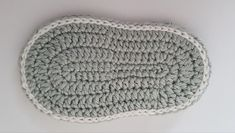 Free crochet pattern baby shoes for newborns! - Baby shoes You need: Crochet hook no. crochet thread: colors) Abbreviations: chain s - Crochet Blanket Patterns, Baby Patterns, Crochet Stitches, Crochet Yarn, Baby Booties Free Pattern, Baby Shoes Pattern, Crochet Baby Boots, Crochet Shoes, Single Crochet Stitch