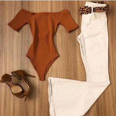 Body suit and white pants Fall Outfits, Summer Outfits, Casual Outfits, Cute Outfits, Fashion Outfits, Womens Fashion, Looks Chic, Casual Looks, Flare Jeans Outfit