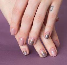 Nail art com filete dourado em esmalte nude e marrom: veja passo a passo e aprenda a fazer a decoração de unhas