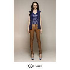 Maxi Colete | Referência: 1033. Blusa Cavada com detalhes vazados | Referência: 1032. Calça Skinny / Couro com Elastano | Referência: 1027. #couro #leather #weloveleather #giorlamodaemcouro
