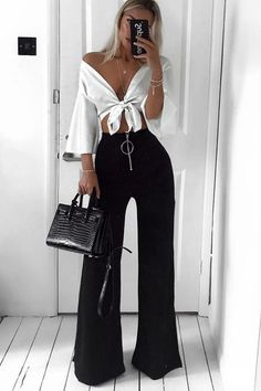 {Classy And Elegant Summer Outfits Classy Shorts Outfits, Trouser Outfits, Stylish Outfits, Black Pants Outfit Dressy, Modest Shorts, Relaxed Outfit, Long Shorts, Summer Shorts, Stylish Girl
