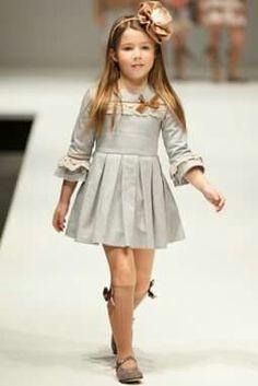 Moda infantil.  Vestido
