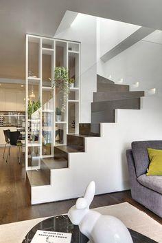 incríveis idéias modernas de design de interiores de paredes de vidro - home interior design - Escadas Glass Stairs Design, Glass Wall Design, Modern Staircase, Staircase Shelves, Craftsman Staircase, House Stairs, Modern Interior Design, Interior Stairs Design, Interior Designing