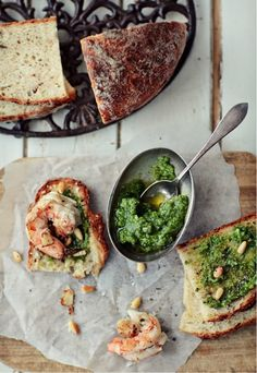 Classic pesto, toast, shrimp with garlic. I would substitute the shrimp for a piece of grilled chicken, but this looks delicious. I'm pretty much in love with pesto. Pesto Shrimp, Garlic Shrimp, Basil Pesto, Shrimp Bruschetta, Parsley Pesto, Cilantro Pesto, Grilled Shrimp, Great Recipes, Favorite Recipes
