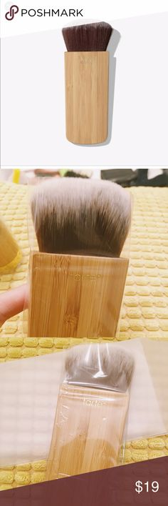 New - Tarte Power contour & bronzer brush Accidentally bought 2 of the same brushes. This is brand new and never used before. This brush is one of my fav contour brushes. Extra soft and easy to apply. Can be used for blush as well as bronzer. tarte Makeup Brushes & Tools
