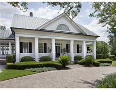 Yes, yes, yes. Historical Concepts' delivers every times. What a gorgeous house.