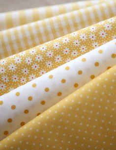 CIASCUNA A metà cortile floreale giallo puntini e di SonSu su Etsy