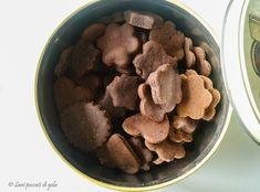 I biscotti vegan light cacao e cannella sono dei deliziosi biscotti light, senza burro, senza latte e senza uova. Ideali per colazione o per merenda senza