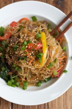 10 Most Misleading Foods That We Imagined Were Being Nutritious! Japchae: Korean Stir Fried Noodles With Bulgogi Beef. This Korean Main Or Side Dish Is So Easy To Make I Hope You Give This Recipe A Try Fried Noodles Recipe, Stir Fry Noodles, Korean Noodles, Japchae Noodles, Rice Noodles, Asian Recipes, Beef Recipes, Cooking Recipes, Ethnic Recipes
