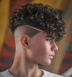 Curly Undercut: 30 Modern Curly Haircuts for Men - Men's Hairstyle Tips Curly Undercut, Messy Curly Hair, Haircuts For Curly Hair, Curly Hair Cuts, Undercut Hairstyles, Haircuts For Men, Curly Hair Styles, Undercut Pompadour, Men Undercut