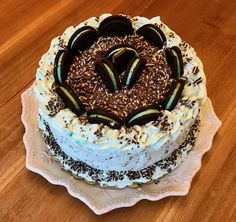Fancy and Simple Mint Chocolate Chip Cake with #whippedicing