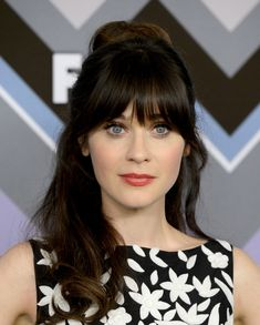 Vintage Hairstyles With Bangs Who doesn't love this quirky New Girl's signature fringe? She's sending our hipster-loving hearts aflutter! Prom Hairstyles For Long Hair, Vintage Hairstyles, Hairstyles With Bangs, Wedding Hairstyles, Cool Hairstyles, Double Long Bob, Zooey Deschanel Hair, Langer Bob, Short Wedding Hair