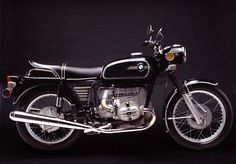 Historique : Lors du salon de 1969, BMW présente son nouveau moteur qui remplace l'ancien bloc des R50 et R60. Cette nouvelle motorisation est complètement