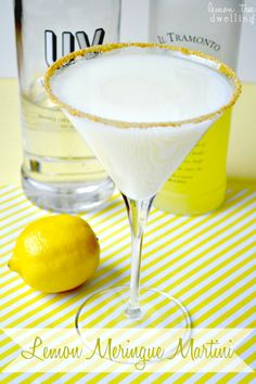 Lemon Meringue Martini: 2 oz Limoncello liqueur, 1 oz UV Whipped Vodka, oz lemonade, oz fat-free half and half, graham cracker crumbs for the glass Party Drinks, Cocktail Drinks, Fun Drinks, Yummy Drinks, Beverages, Martini Party, Bartender Drinks, Cocktail Ideas, Holiday Drinks