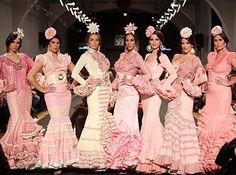 Buenos días flamencas, lo primero de todo os pido disculpas porque llevo tiempo diciéndoos que dentro de poco se abrirá la tienda de los trajes de flamenca en Pamplona y todavía las puertas no están abiertas.