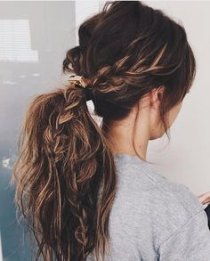 22 Easy Hairstyles for When Your Hair Is 90% Dry Shampoo