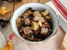 Los gnocchi, especialidad básica de la cocina italiana, dan casi tanto juego como la pasta. Así que con los restos de la cosecha casera de ...