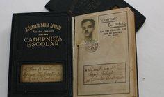 """A caderneta de Sergio Rodrigues """"....Além de projetos, desenhos e cartas, não faltam objetos pessoais, como a caderneta do Colégio Santo Inácio. Em 1943, o jovem...."""""""