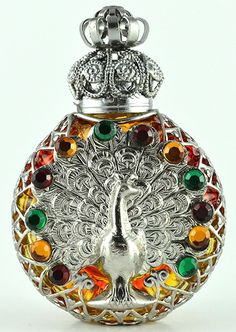 Vintage Perfume Bottle Peacock Rainbow Glass Silver Tone Filigree w Stones Antique Perfume Bottles, Vintage Bottles, Bottle Vase, Bottles And Jars, Parfum Mademoiselle, Perfumes Vintage, Glas Art, Rainbow Glass, Beautiful Perfume