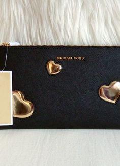 Kaufe meinen Artikel bei #Kleiderkreisel http://www.kleiderkreisel.de/damentaschen-and-rucksacke/clutches/163816455-michael-kors-pouchclutch-schwarz-gold-herzen-neu