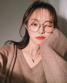 ulzzang girl girls woman women aesthetic korean japanese chinese beauty pretty beautiful lifestyle ethereal beauty girls east asian minimalistic grunge soft pastel light cute adorable 울짱 여자 r o s i e Pretty Korean Girls, Cute Korean Girl, Asian Girl, Pretty Girls, Korean Aesthetic, Aesthetic Girl, Ulzzang Glasses, Aquarius Aesthetic, Ugly Girl