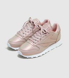 Reebok Classic Leather Pearlised Women's - find out more on our site. Find the freshest in trainers and clothing online now. Más