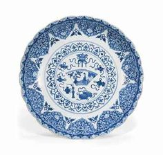 A CHINESE BLUE AND WHITE DISH   KANGXI PERIOD (1662-1722)