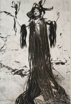 """Dalí dijo """" marija es mitad angel, mitad marisco"""""""