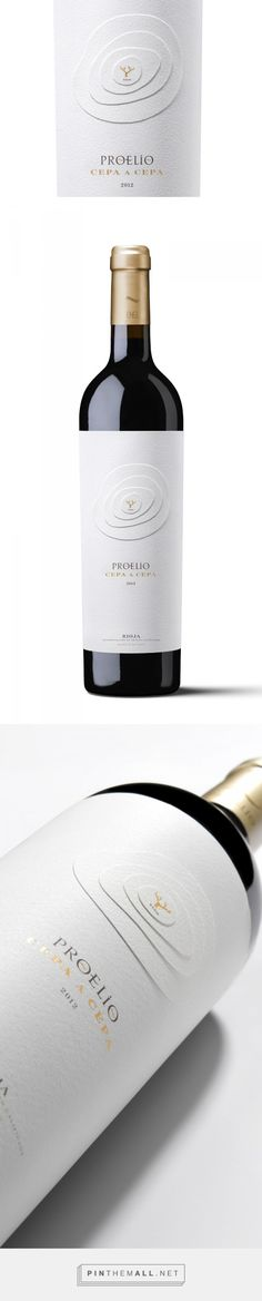 Proelio wine - ‪vineyard‬ on a ‪diecut‬ ‪mountain‬ designed by (calcco) comunicación visual (‪‎Spain‬) - http://www.packagingoftheworld.com/2016/01/proelio.html