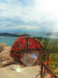 Ayvalık Şeytan Sofrası Visit Turkey, Hidden Beauty, Beautiful Places In The World, Homeland, Dream Vacations, Strand, Places Ive Been, Istanbul, Fair Grounds
