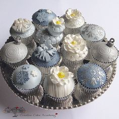 fancy cupcakes for a wedding