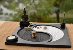 Shoo away daily stress with help from this miniature desktop zen garden. Available in a range of different shapes and styles, this little zen garden comes with everything you'll need for a relaxing session of meditation and reflection. Desk Zen Garden, Mini Zen Garden, Zen Garden Design, Zen Desk, Dry Garden, Jardin Zen Miniature, Mini Jardin Zen, Jardin Zen Interior, Amazing Gardens
