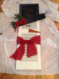 Learn how to create easy and cheap Christmas decorations with these awesome Snowman shutters You can buy most of the supplies at your local dollar store and within no time youll have gorgeous and inexpensive DIY holiday decorations! Christmas Snowman, Winter Christmas, All Things Christmas, Christmas Holidays, Christmas Decorations, Christmas Ornaments, Snowman Crafts, Christmas Projects, Holiday Crafts