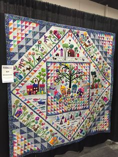 """Here are some pictures of some more """"traditional"""" looking quilts at Paducah. But really, what are traditional quilts anymore? Hand Applique, Wool Applique, Applique Quilts, Quilting Projects, Quilting Designs, Quilting Ideas, Sewing Projects, Wool Quilts, Quilt Modernen"""