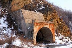 http://russiatrek.org/blog/wp-content/uploads/2010/01/russian-submarines-base-21.jpg
