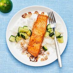 Att hitta ny inspiration till goda och enkla fiskrätter är inte alltid enkelt när man har ont om tid. Med soja, lime och sesamfrön kan du snabbt få till en asiatisk smak på vardagslaxen som är mild nog att passa hela familjen. Serveras med ris och krispig gurka.