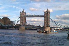 London – Mehr als nur Shopping: Begleiten Sie mich ein paar Tage auf meinem Weg durch London – mein zweites zu Hause. Diese zauberhafte Stadt hat viel mehr zu bieten als nur Shopping. Nebst den zahlreichen Sehenswürdigkeiten hat es viele malerische Parks, eine Mischung aus historischer und moderner Architektur sowie kulinarische Erlebnisse auf den unzähligen Märkten.