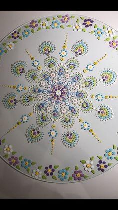 Great idea for a wool applique quilt - CraftIdea. Mandala Art Lesson, Mandala Drawing, Mandala Painting, Dot Art Painting, Rock Painting Designs, Wool Applique Quilts, Mandela Art, Mandala Canvas, Mandala Rocks