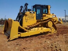 Look at this new D6T!! Cat Machines, Chenille, Heavy Equipment, Tractors, Iron, Construction, Fantasy, Steel, Cars